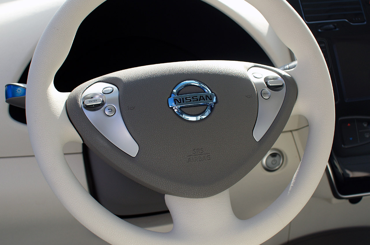 http://samochodyelektryczne.org/img/nissan_leaf/zoom/nissan_leaf_32.jpg