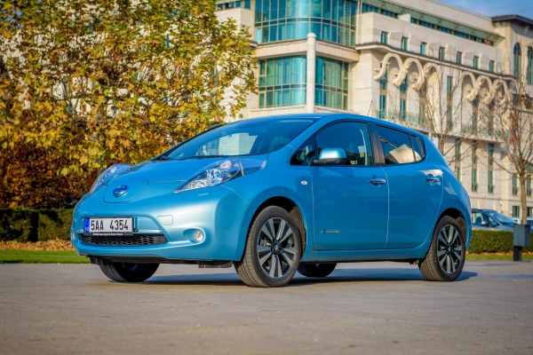 nissan leaf visia tak e z pakietem 30 kwh w polsce od z. Black Bedroom Furniture Sets. Home Design Ideas