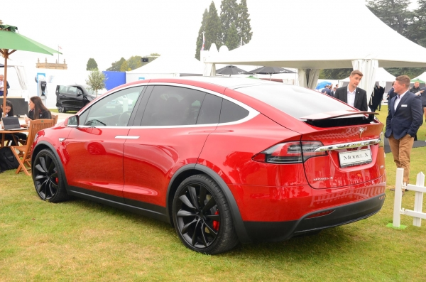 tesla model x p100dl z kolejnym rekordem przyspieszenia na 1 4 mili 11 281 s. Black Bedroom Furniture Sets. Home Design Ideas