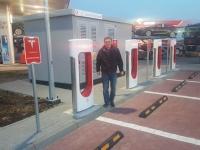 Pierwsza stacja szybkiego ładowania Tesli w Polsce już otwarta